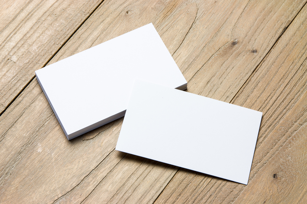 Matte vs. Glossy Business Cards: How to Choose Between the Two